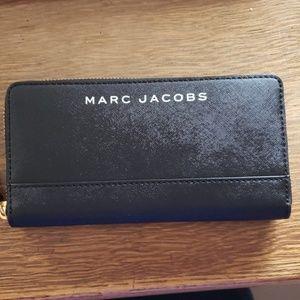 NWT Marc Jacob's Zip Around Wallet